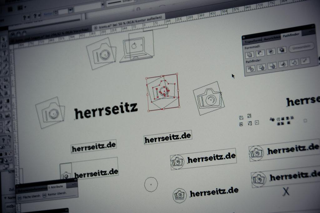 Formfindungsphase für Icon und Schriftzug