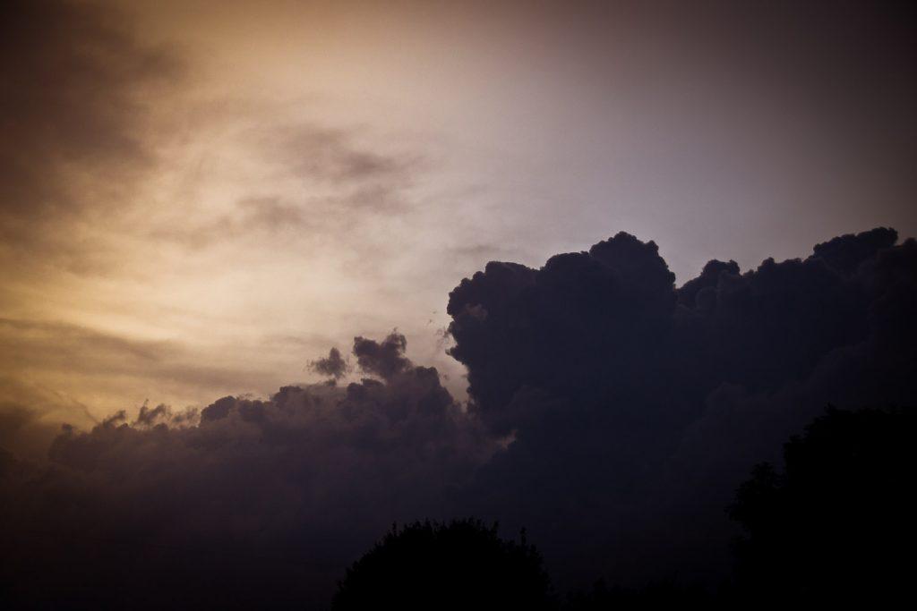Imposantes Wolkenspiel bei Kalteneggolsfeld
