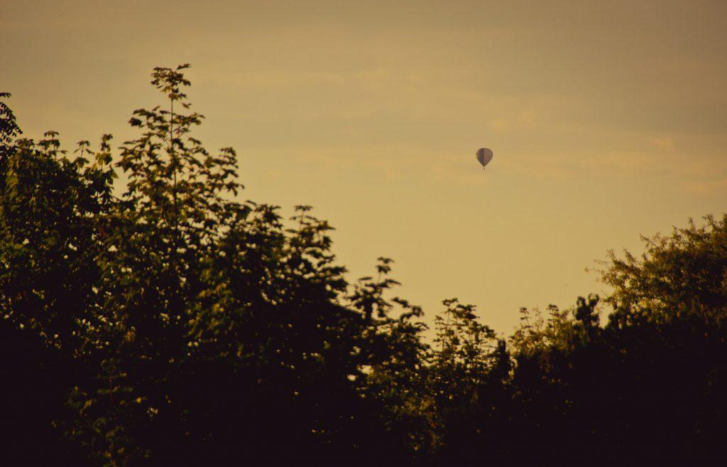 Weitblick mit Heißluftballon