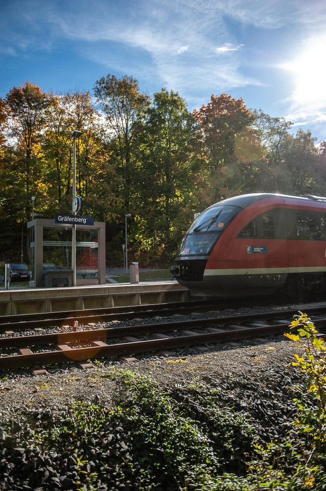 Am Bahnhof Gräfenberg: Regionalbahn (R21) Gräfenberg – Nürnberg Nordost