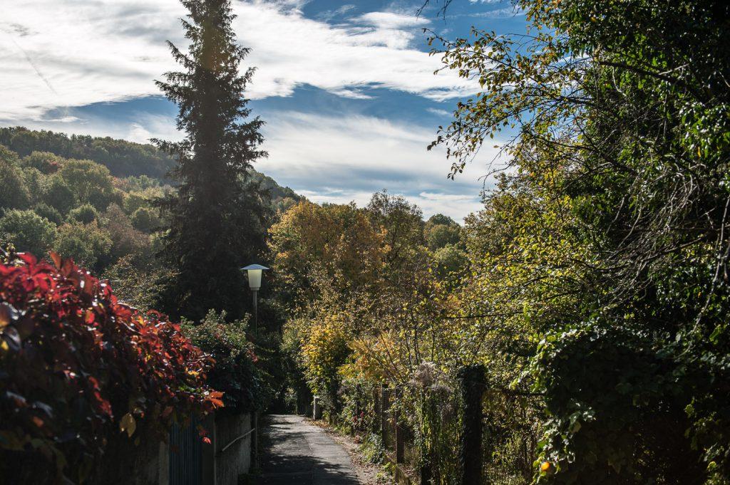 Blick Richtung Süden im Friedhofsgäßchen in Gräfenberg
