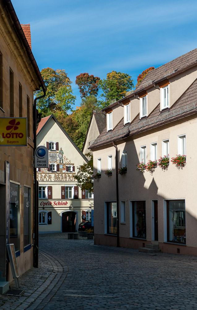 Auf der Bayreuther Straße in Gräfenberg mit Blick Richtung Marktplatz