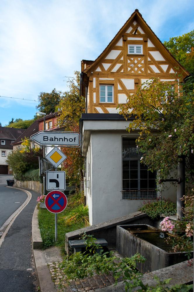 """Mechanische Werkstatt und Handwerkerhaus aus dem Jahr 1671 """"Am Bach"""" in Gräfenberg"""