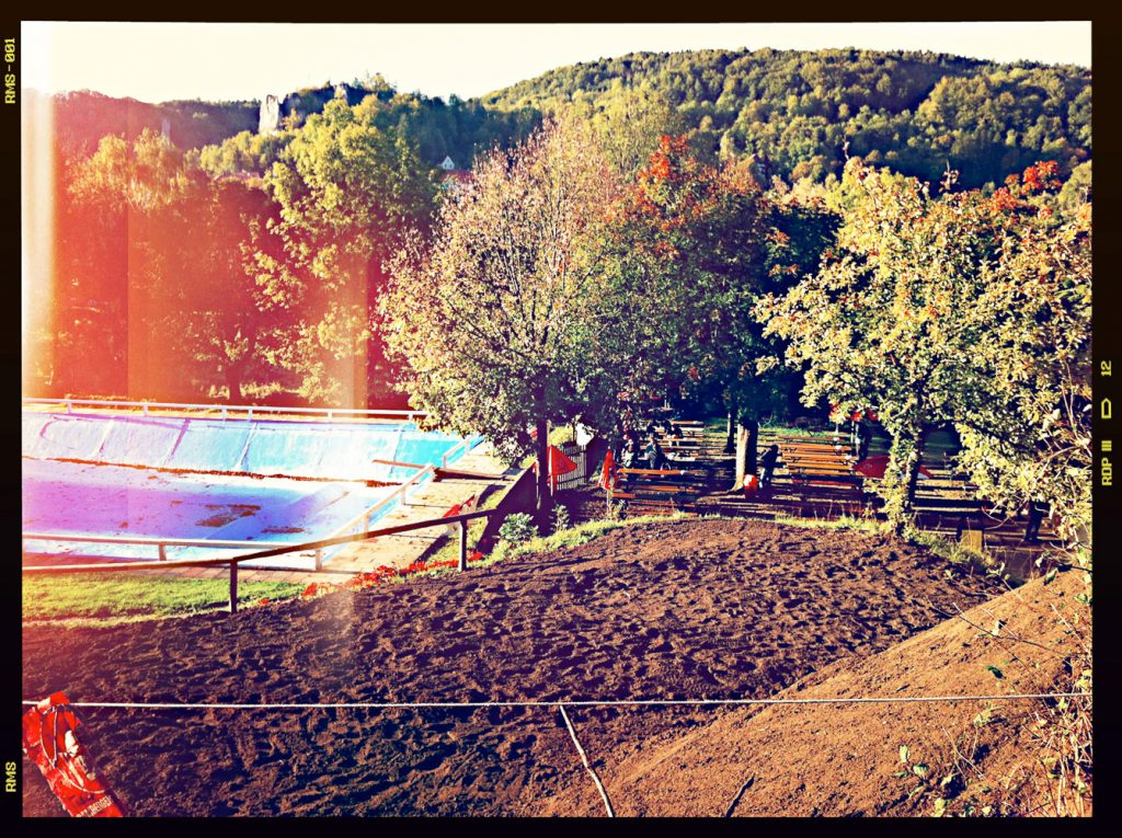 Das Freibad in Streitberg in herbstlichen Abendlicht