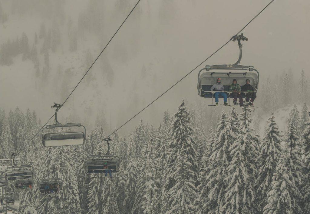 Skifahren am Fellhorn bei Schneefall und Nebel