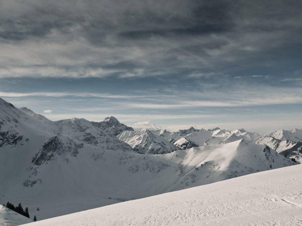 Weitblick von Bergstation der Zwerenalpbahn