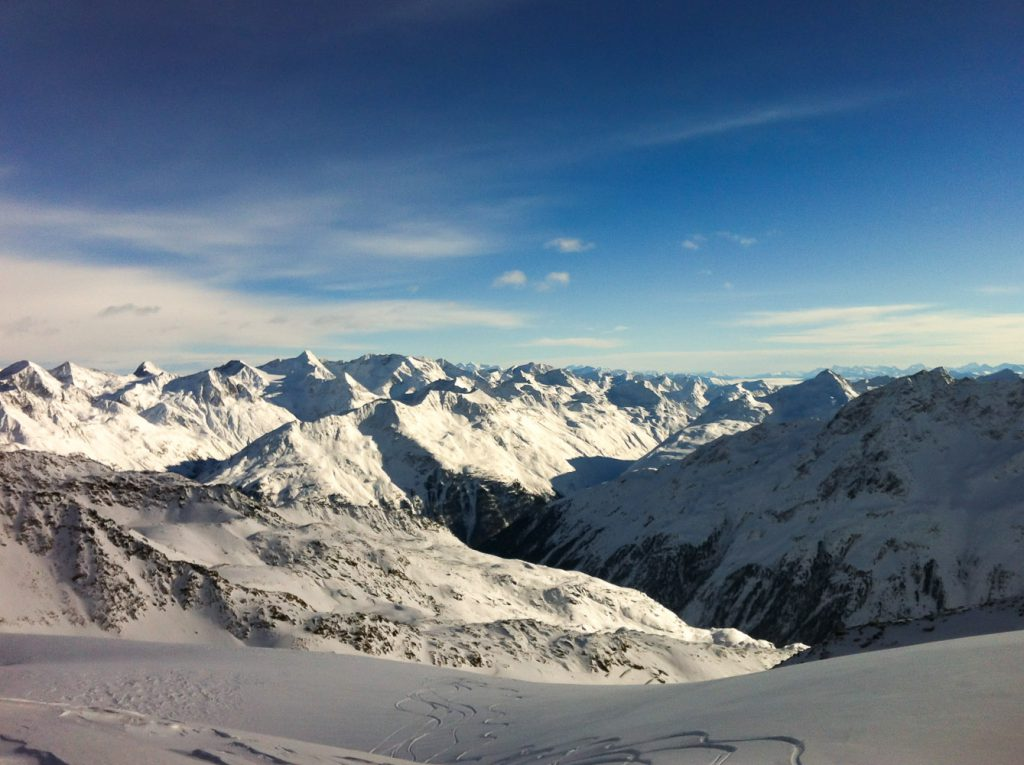 """Ausbilck von der Bergstation """"Schwarze Schneide"""" am Rettenbach Gletscher in Sölden"""