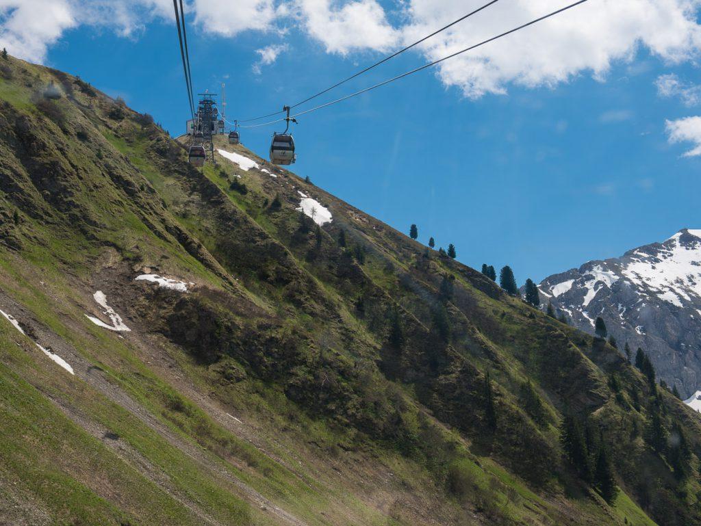 Bergfahrt mit der Kanzelwandbahn kurz vor der Gipfelstation