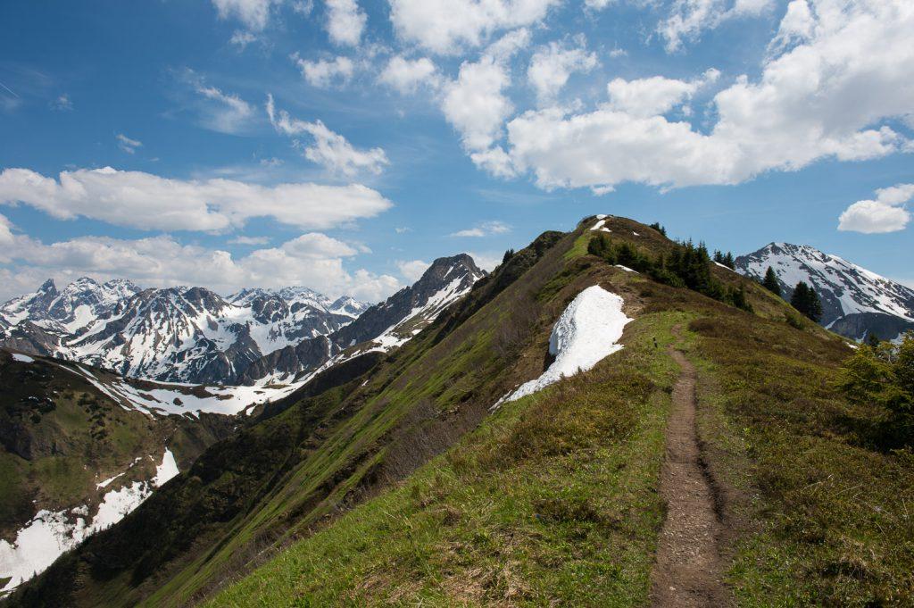 Weg von der Gehrenspitze zur Bergstation der Kanzelwandbahn