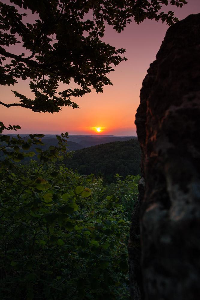 Der Ausblick vom Quackenschloss ins Wiesenttal Richtung Ebermannstadt im Sonnenuntergang
