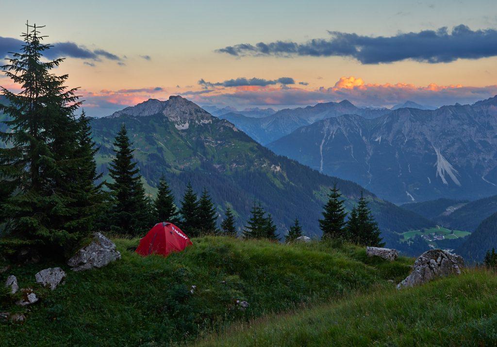 Blick auf die Gaichtspitze und die Ortschaft Gaicht im Tal