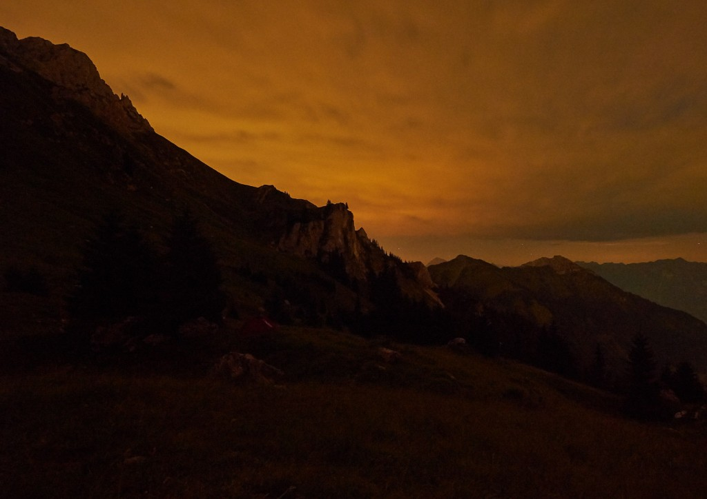 Nachtfotografie mit Blick Richtung Osten auf die Nesselwängler Scharte