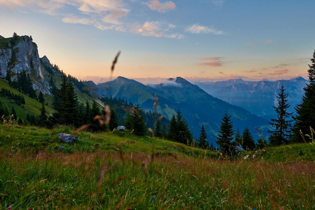 Sonnenaufgang an der Nesselwängler Scharte mit Blick auf Hahnenkamm und Gaichtspitze in den Tannheimer Bergen