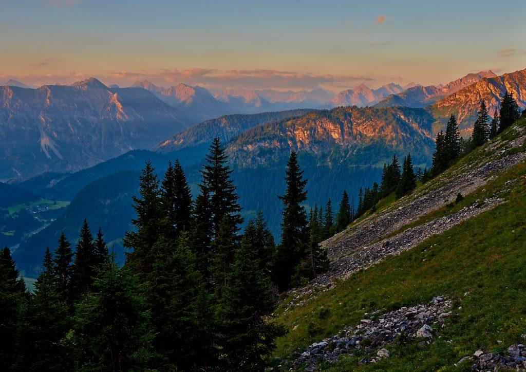Morgenstimmung an der nordöstlichen Seite des Hochwieslers in den Tannheimer Bergen