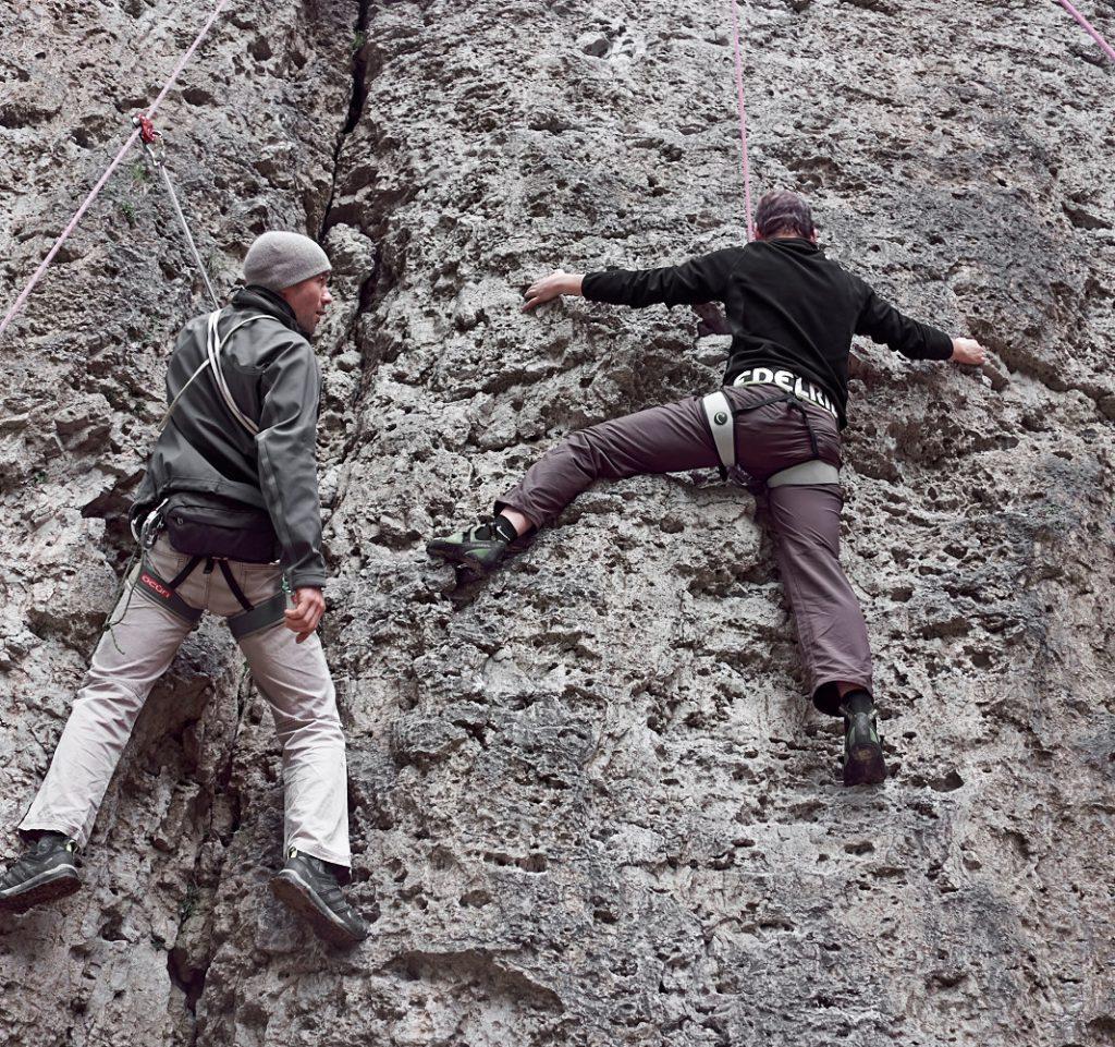 Klettern der Boulderwandl am Weißenstein. Bei kleinen und größern Kletterproblemchen gibt Trainer Torsten individuelle Hilfestellung. Gefällt mir.