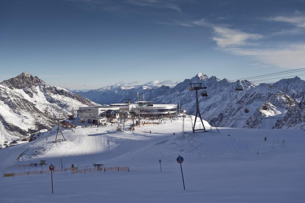 Blick auf die Bergstation Eisgrat am Stubaier Gletscher