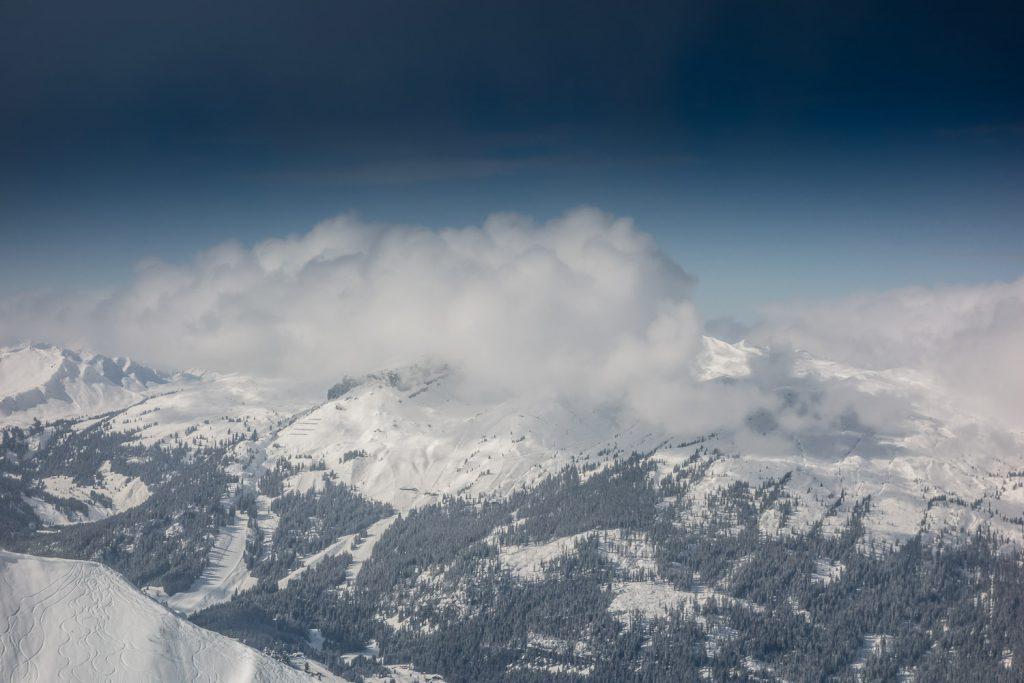 Der Hohe Ifen von Wolken verhüllt