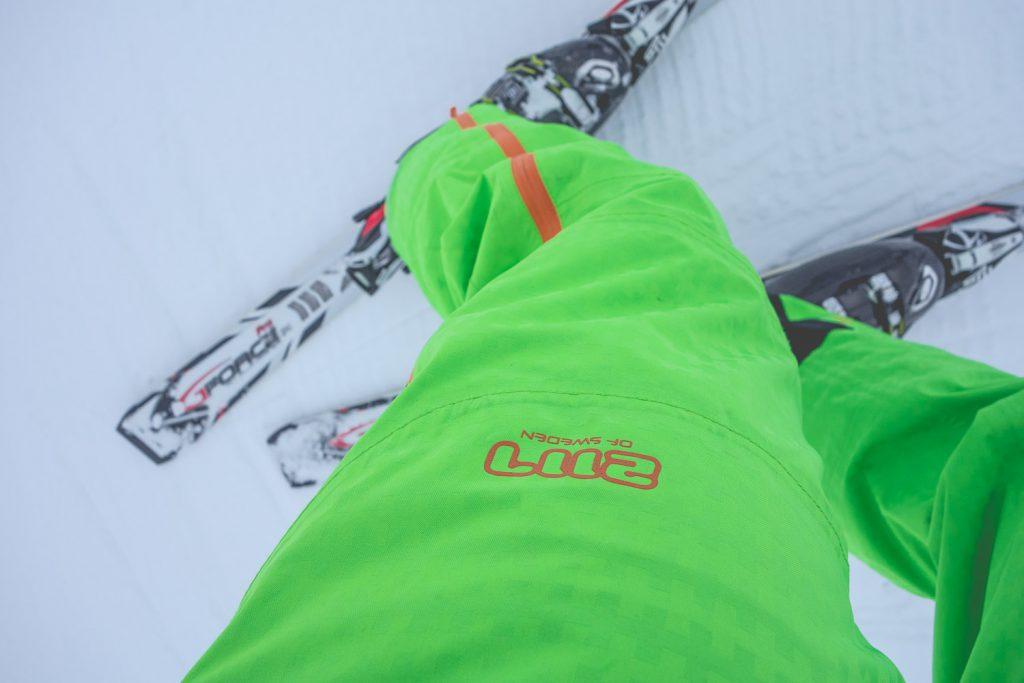 Unterwegs mit einem grünen 2117 of Sweden ECO Anzug am Hohen Ifen