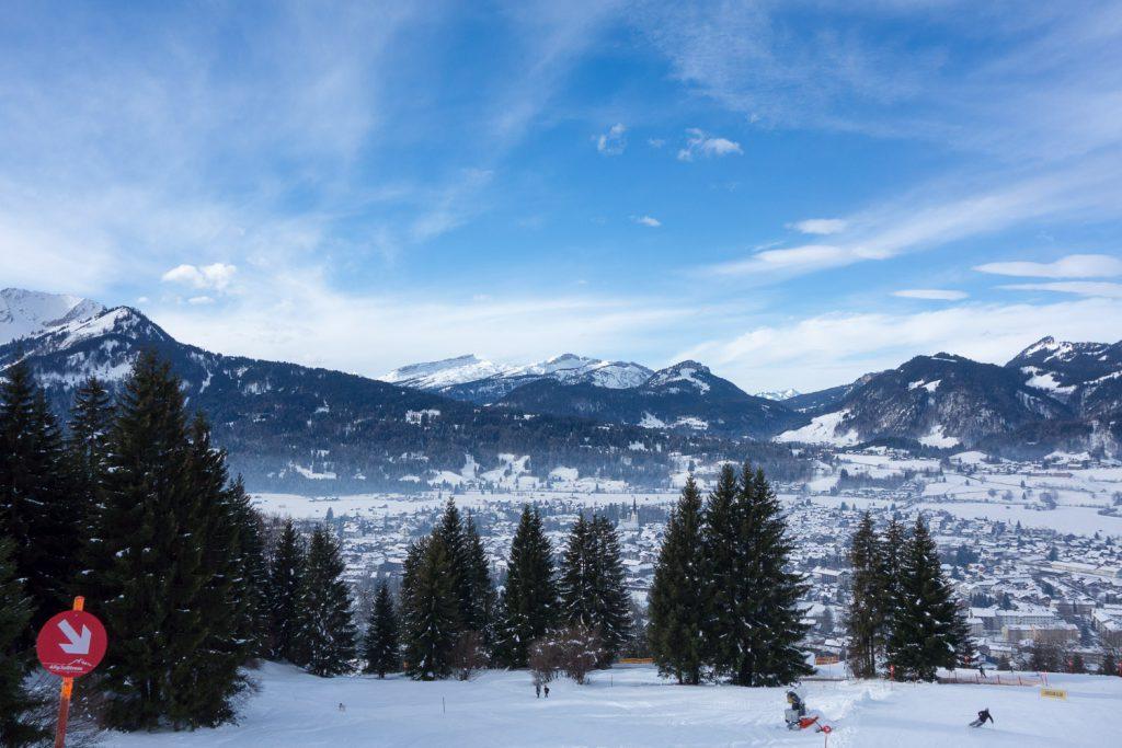 Sicht auf Oberstdorf während der Talabfahrt vom Nebelhorn