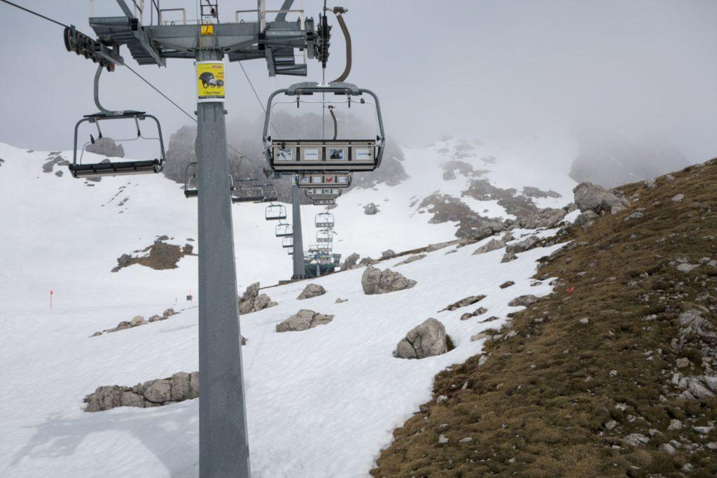 Der Schnee wird immer weniger, aber das Skifahren geht noch (Ende April)