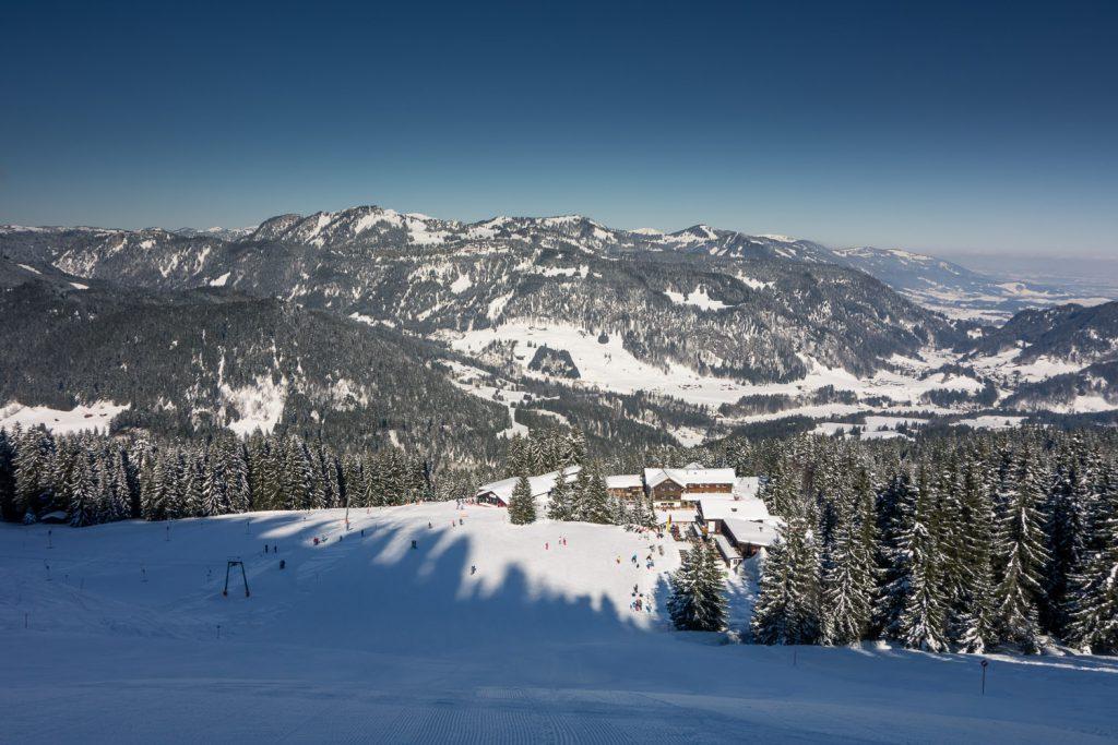 Blick auf die Bergstion und das Berghaus Schönblick am Söllereck