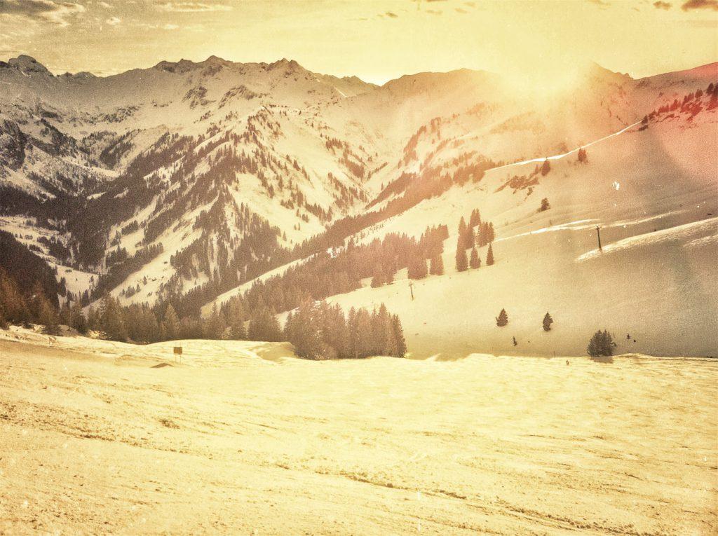 Die letzen Sonnenstahlen eines Skitags am Walmendingerhorn