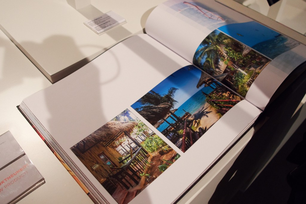 Fotobuch XL in der Ausführung Premium matt am CEWE Stand