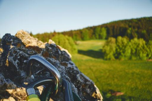 Fotopause am Umlenker während des Kletterns an den Drei Zinnen im Frankenjura
