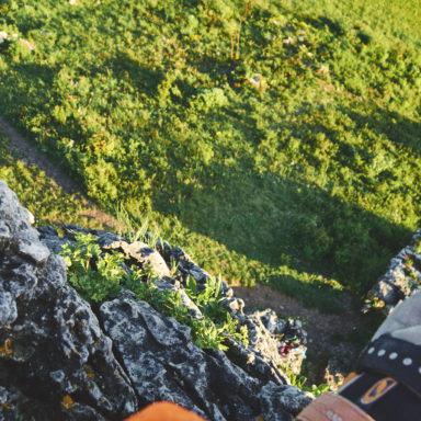 Fotopause am Umlenker während des Kletterns an den Drei Zinnen im Frankenjura kurz vor'm Sonnenuntergang