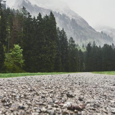 Mit dem Mountainbike bei Regen im Oytal, Oberstdorf, Allgäu, unterwegs