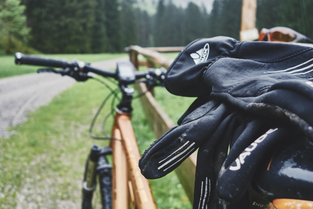 Kurze Fotopause an der Gutenalpe im Oytal. Mit gar nicht mal so trockenen und warmen Handschuhen.