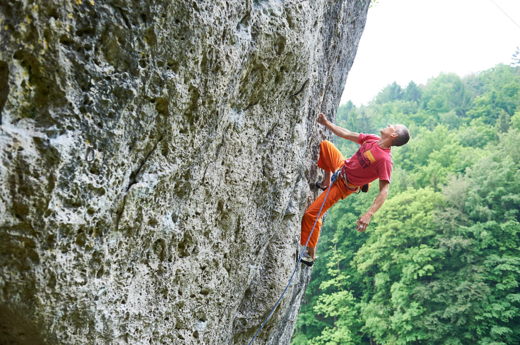 Super anzusehen: Steve McClure klettert Magnet (9) am Richard-Wagner-Fels im Frankenjura völlig entspannt