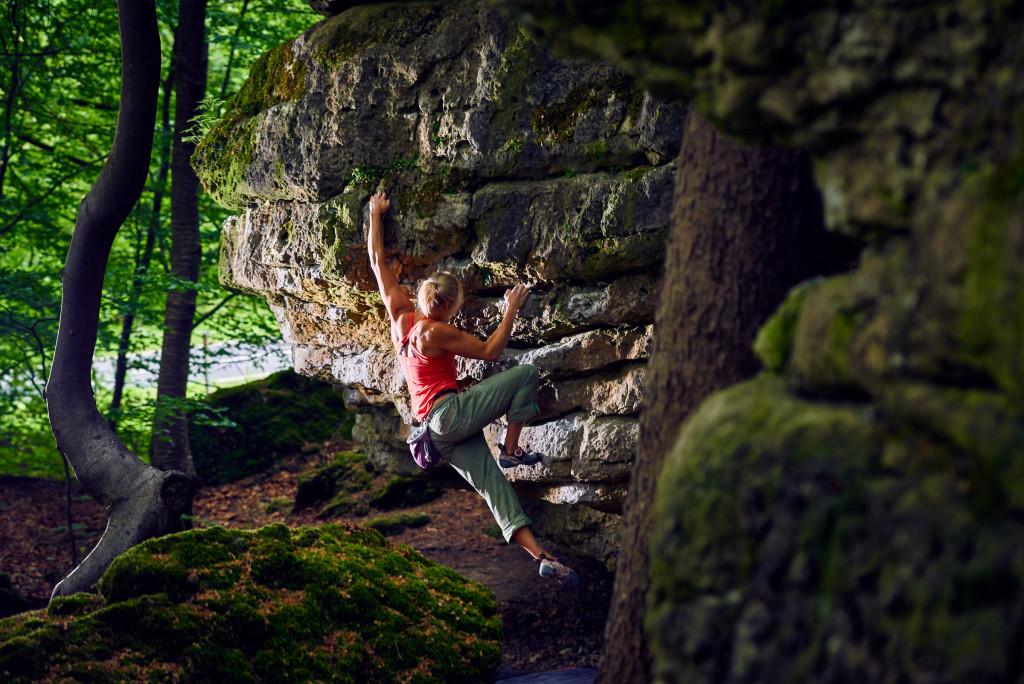 Anna Laitinen bouldert im Frankenjura