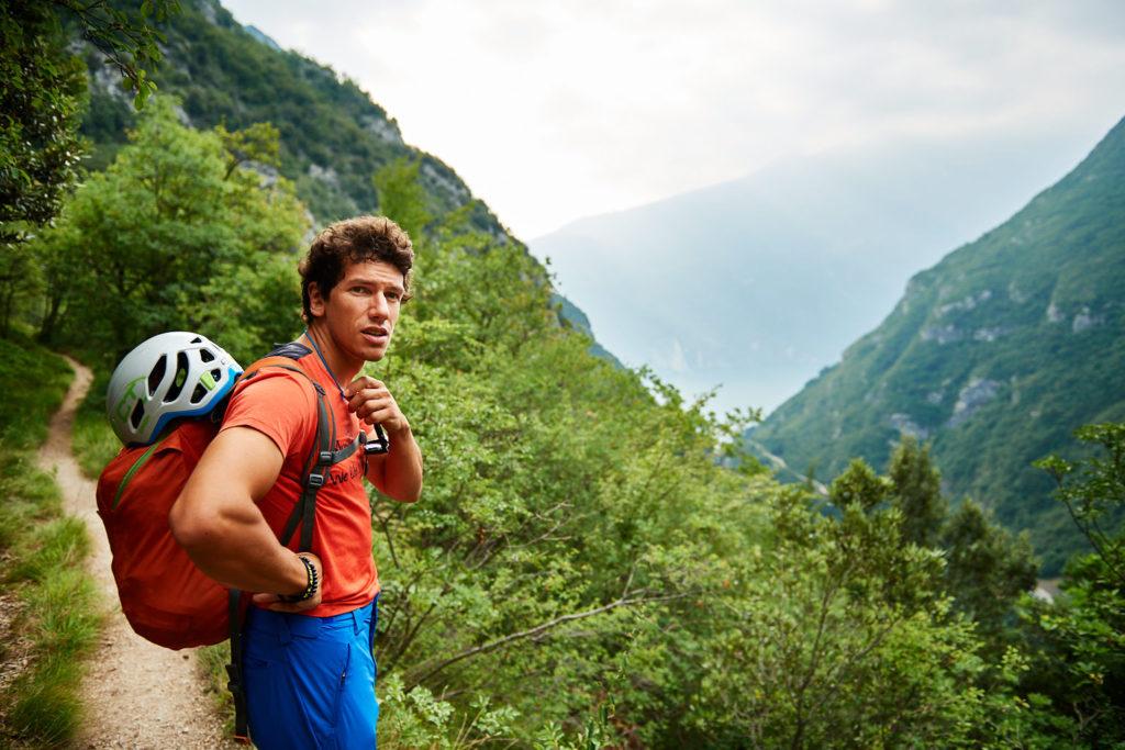 Ausblick in Richtung Gardasee während Matteo die Umgebung erklärt