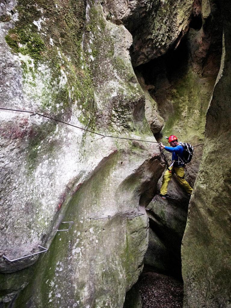 Unterwegs im Klettersteig Rio Sallagoni