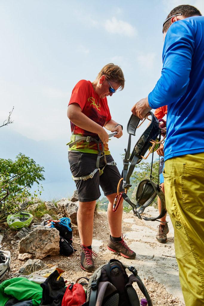Premiere: Anja ist das erste Mal im Klettersteig unterwegs
